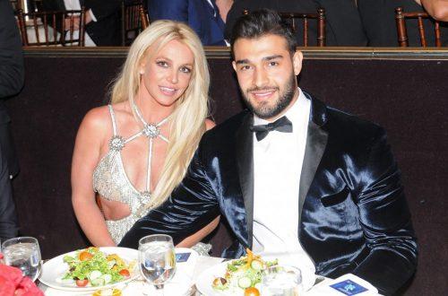 Britney Spears Shares Adorable Beach Selfie With Boyfriend Sam Asghari
