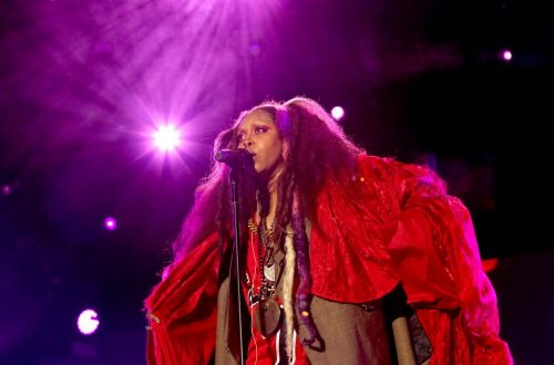 Erykah Badu Clarifies Comments After Offering 'Prayer' for R