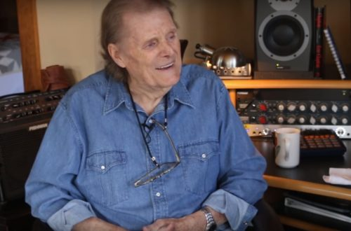 Reggie Young, Session Guitarist for Elvis Presley, Waylon Jennings and Highwaymen, Dies at 82