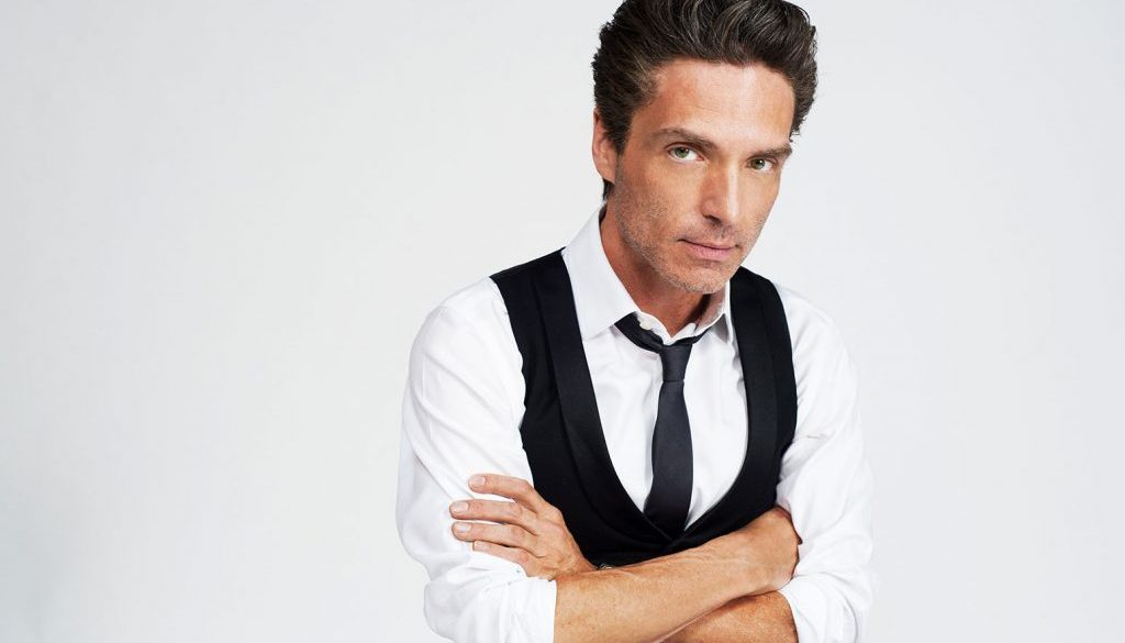 Richard Marx Sings 'Right Here Waiting' to Celebrate 30 Years Since it Topped Hot 100