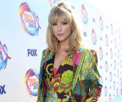 Taylor Swift Rocks Colorful Ensemble at the 2019 Teen Choice Awards