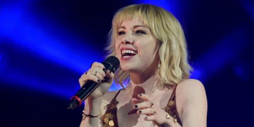 "Carly Rae Jepsen Joins Enrique Iglesias, Y2K, and bbno$ on ""Lalala"" Remix: Listen"