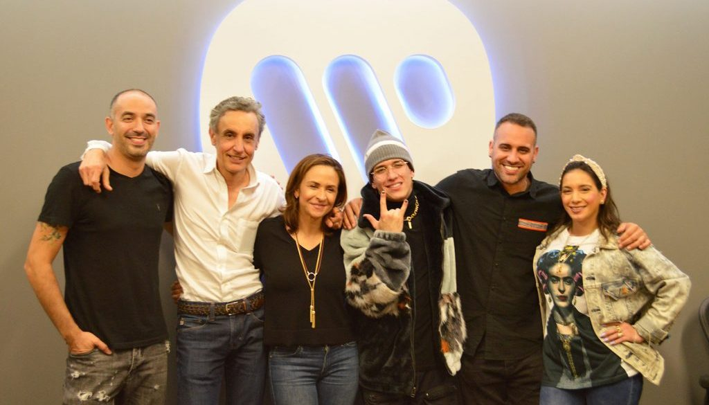Lenny Tavarez Inks Record Deal With Warner Music Latina: Exclusive