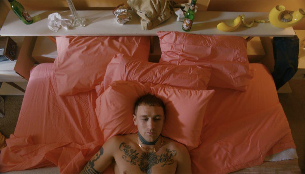 'Roxanne' Video Is Arizona Zervas' Homage to '90s Movies 'Pulp Fiction,' 'Trainspotting'