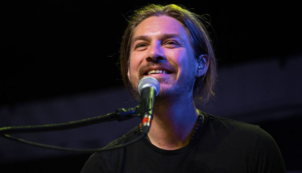 Taylor Hanson Expecting Seventh Child With Wife: 'The Best Kind of Unexpected'