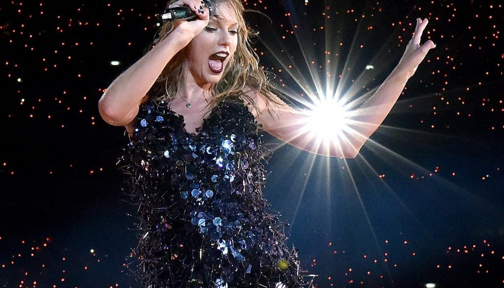 Taylor Swift Gives Jimmy Butler's '22' Locker Room Dance a '13/10′
