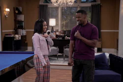 'Dad Stop Embarrassing Me!' Jamie Foxx Comedy Recycles Sitcom Staples: TV Review