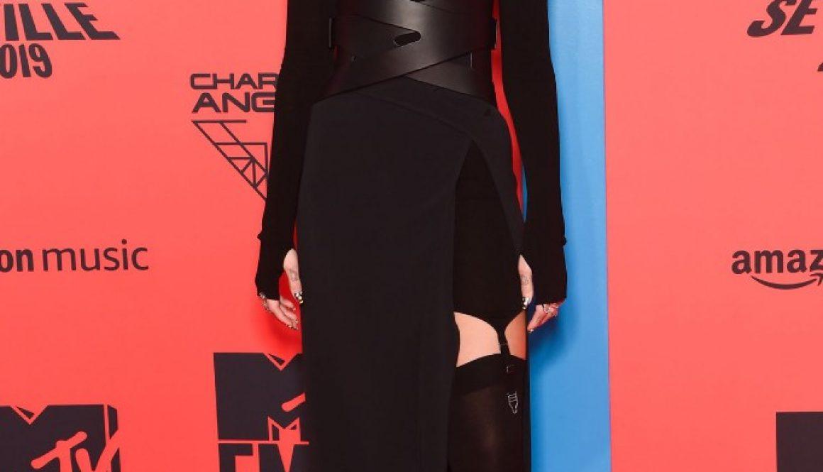 Dua Lipa Hosts 'Jimmy Kimmel Live,' Chats With Gwen Stefani About 'Physical' Remix: Watch