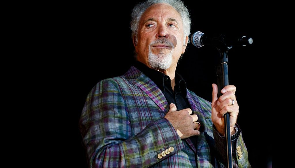Tom Jones Lands Record-Setting U.K. No