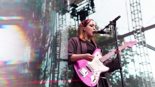 """Soccer Mommy Shares New Song """"Rom Com 2004"""": Watch the Video"""