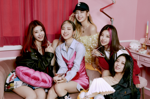 ITZY's 'Crazy in Love: The 1st Album' Debuts at No